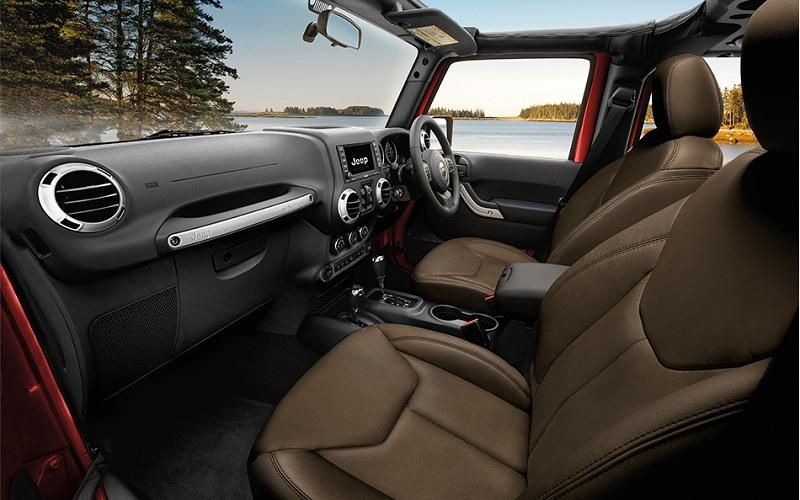 On trial: Jeep Wrangler interior, the perfect evolution